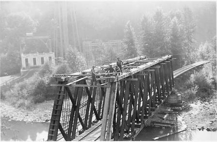 Copy of Mount Hood Ry B&B Crew working on bridge Jeffords Col.jpg