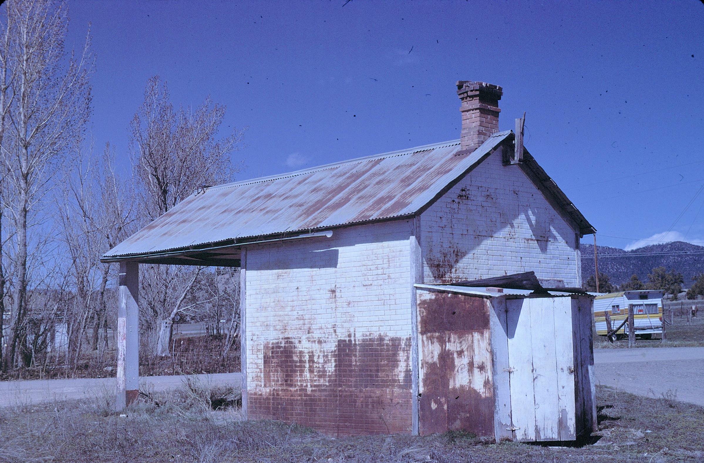 Allison gas station se side 4-85.jpg