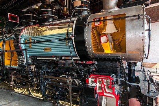 full-sized-steam-locomotive.jpg