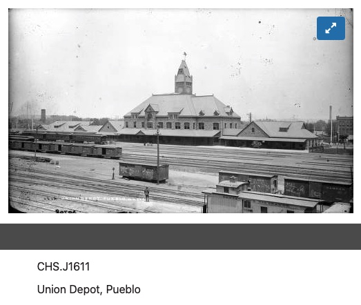 Pueblo-graffiti-RGS-boxcars.jpg